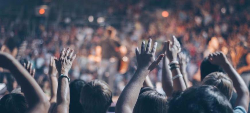 Un concert avec des spectateurs dans des bulles pour contrer le Covid-19 ! (vidéo)