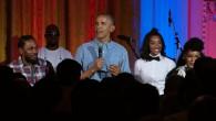 Barack Obama chante très faux pour l'anniversaire de sa fille
